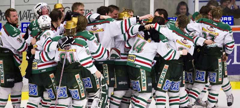 Kvalseriejubel är en av hockeysäsongens höjdpunkter. Nu vill Leksand och Mora utöka och göra kvalserien än hetare.