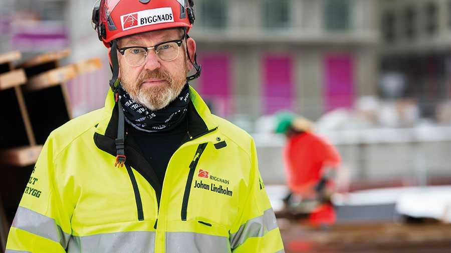 Vi byggarbetare har allt för länge byggt på marknadens villkor. Därför lägger vi fram fem konkreta förslag för en ansvarsfull statlig bostadspolitik, skriver Byggnads ordförande Johan Lindholm.