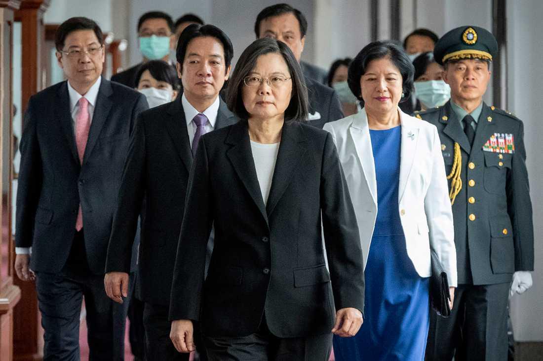 Taiwans president Tsai Ing-wen tillträdde sin andra mandatperiod i våras, samtidigt som pressen från Fastlandskina på vad Peking anser är en utbrytarregion ökade. Tsai Ing-wen är Pekingkritisk, liksom många taiwaneser.