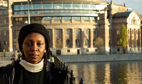 Årets mottagare av Right Livelihood-priset, människorättsaktivisten Kasha Jaqueline Nabagesera, är en av skribenterna.