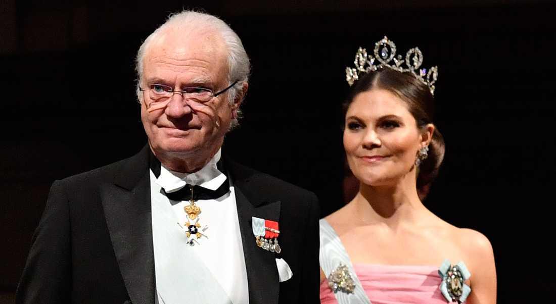 Kung Carl XVI Gustaf åker till Japan med Victoria vid sin sida.