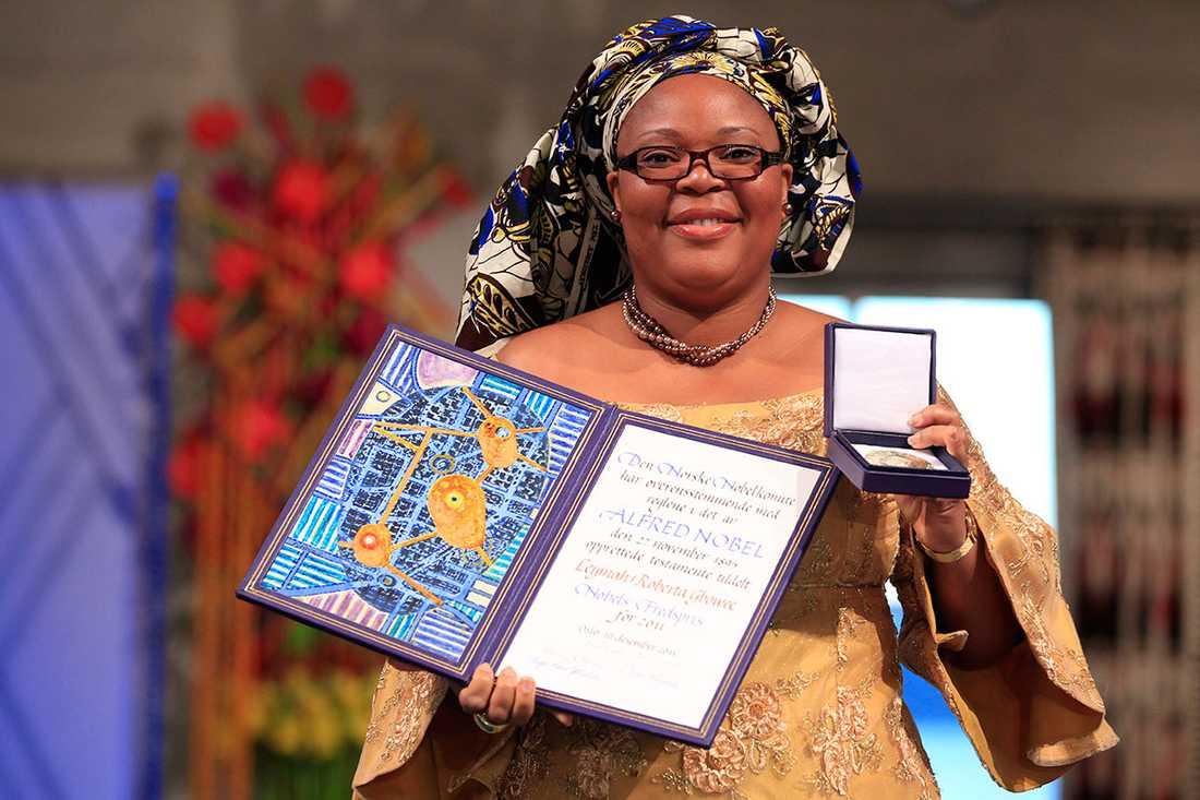 """Liberia, 2003 Under inbördeskriget i början av 2000-talet organiserade sig den kvinnliga gruppen """"Women of Liberia Mass Action For Peace"""". Bland annat arrangerade de en sexstrejk där de vägrade ha sex med liberianska män till att konflikten var löst. Kvinnorna var framgångsrika och övertygade Liberias president att inleda fredssamtal med Ghana för att få ett slut på kriget. En av arrangörerna, Leymah Gbowee (ovan), vann Nobels fredspris 2011 för sina insatser."""