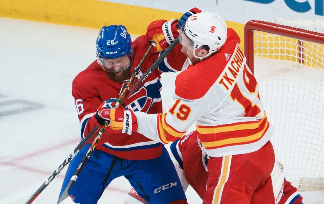 Montreals Jeff Petry och Calgarys Matthew Tkachuk illustrerar lagens kamp om en plats i NHL-slutspelet.