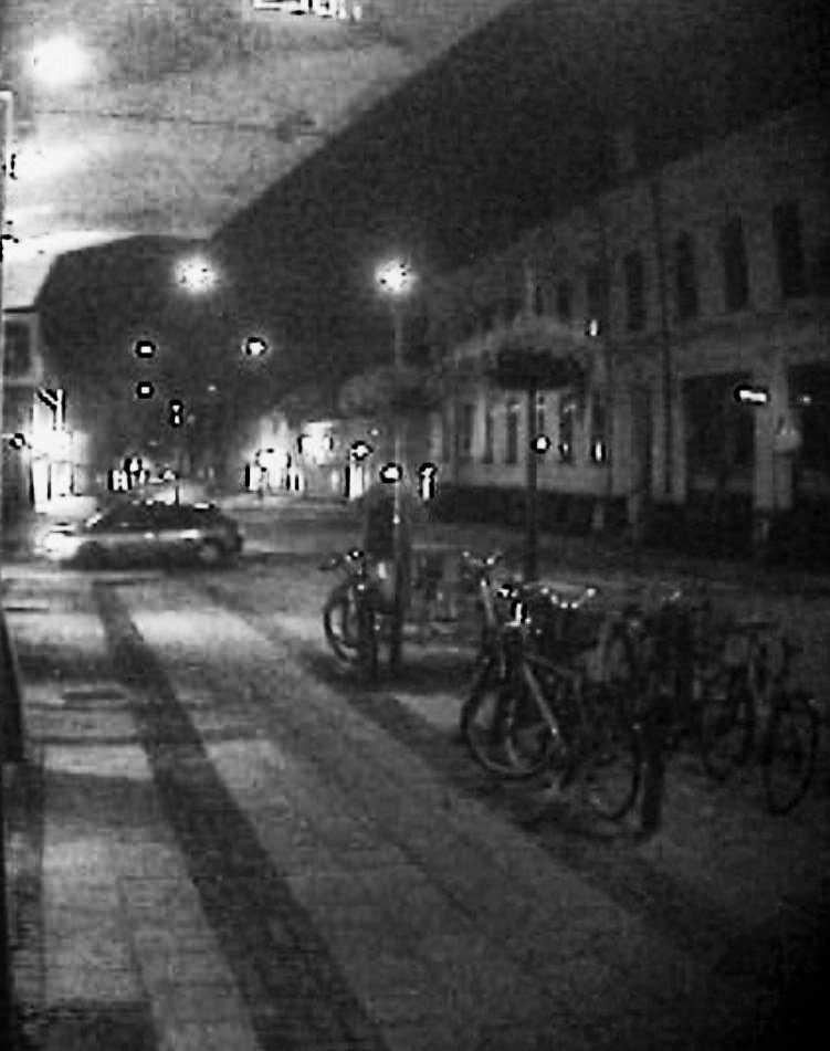 Stillbilden visar en bil som polisen är intresserad av.