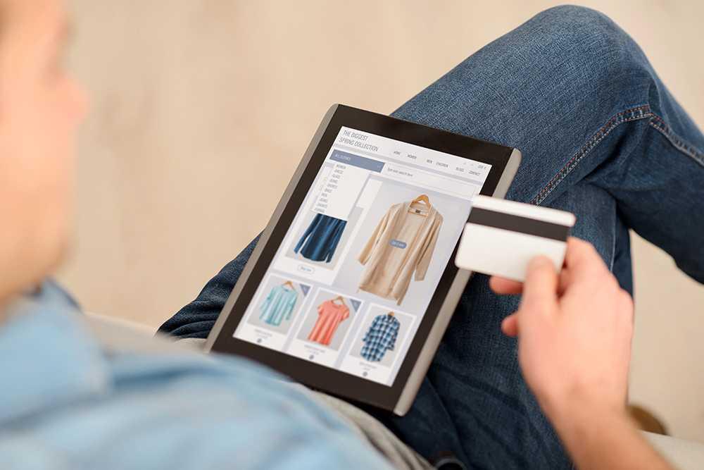 Många tänker inte på säkerheten när de handlar på nätet, visar en ny undersökning.
