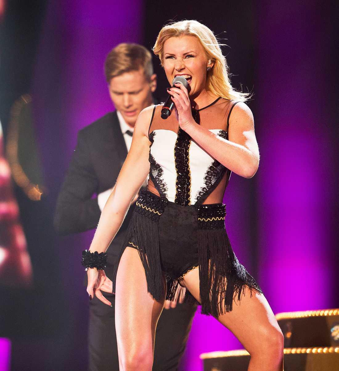 Elisa Lindström gör debut i Melodifestivalen.