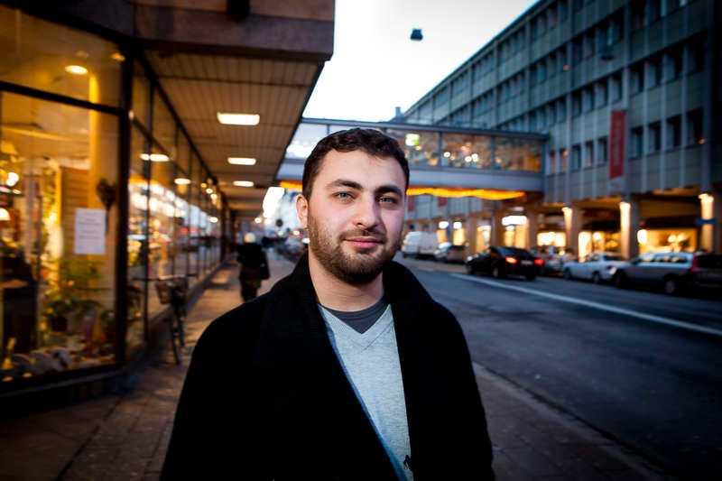 Tvingades bort av partiledningen  Omar Mustafa går till attack mot partiledningen och anklagar i en mejlintervju med Svenska Dagbladet partiledningen för att ha låtit sig påverkas av islamofobiska krafter.