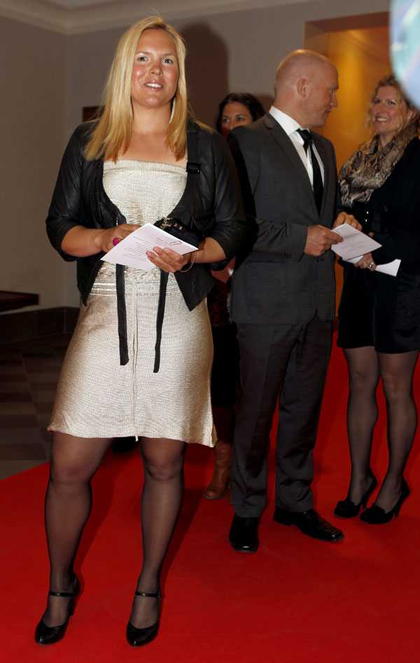 Anja Pärson träffade statsminister Fredrik Reinfeldt. I bakgrunden syns Anjas flickvän Filippa.
