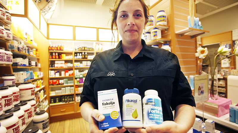 AVRÅDER Petra Lansky, butiksägare på Life i Farsta centrum, avråder alltid kunder från att blanda olika läkemedel. Omega 3 är till exempel inte bra för personer som äter blodförtunnande medicin – typ Varan.