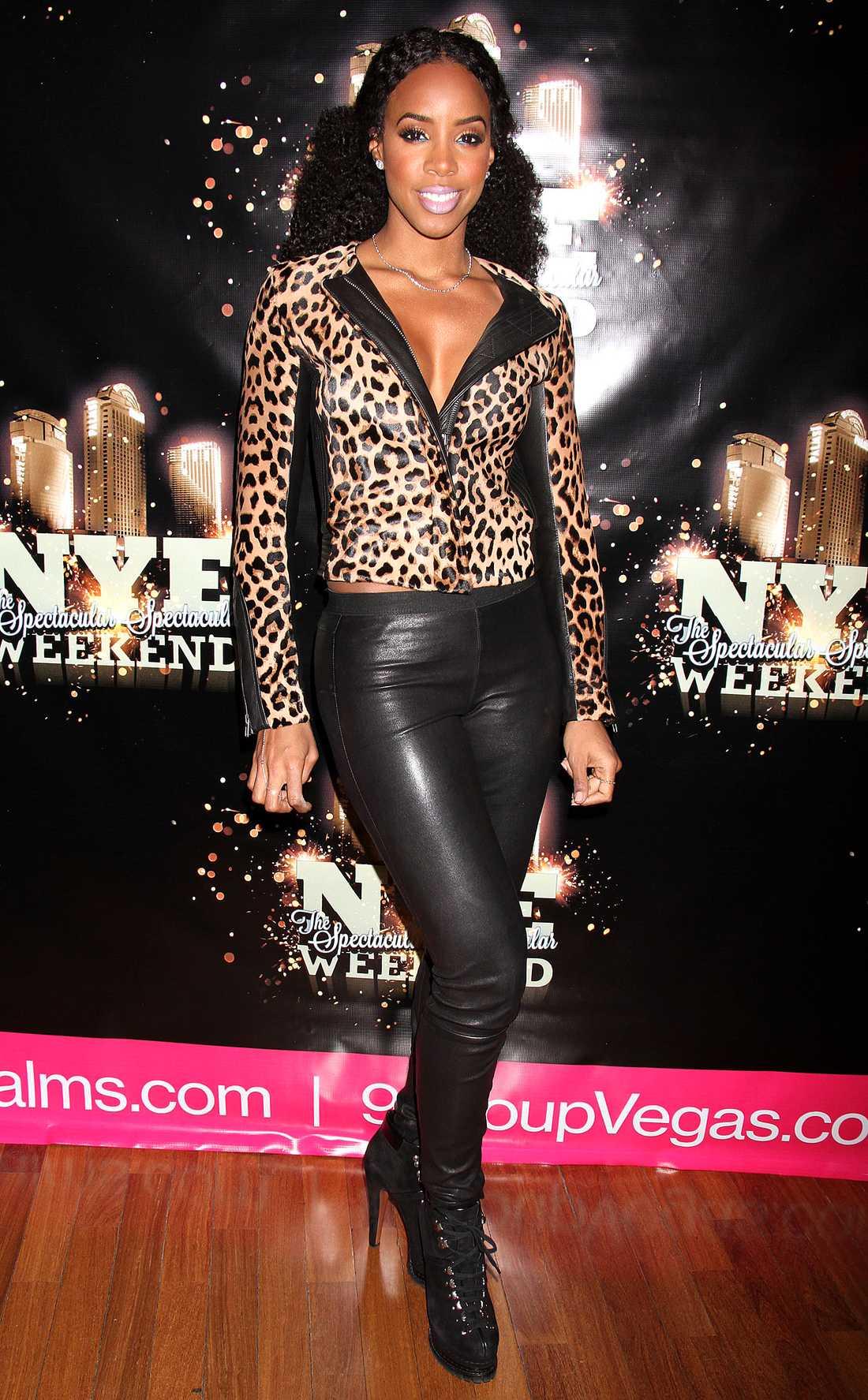 Kelly Rowland i leopardmönstrat, urringat och skinn.