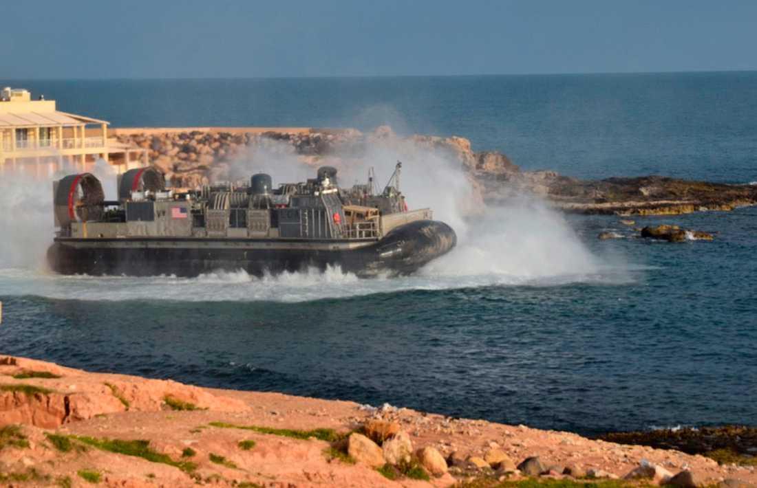 USA har evakuerat delar av sin militära styrka i landet.