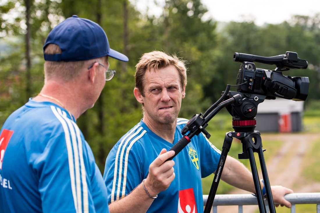 Janne Andersson konsulterar med andslagets fysiolog och analytiker Paul Balsom.