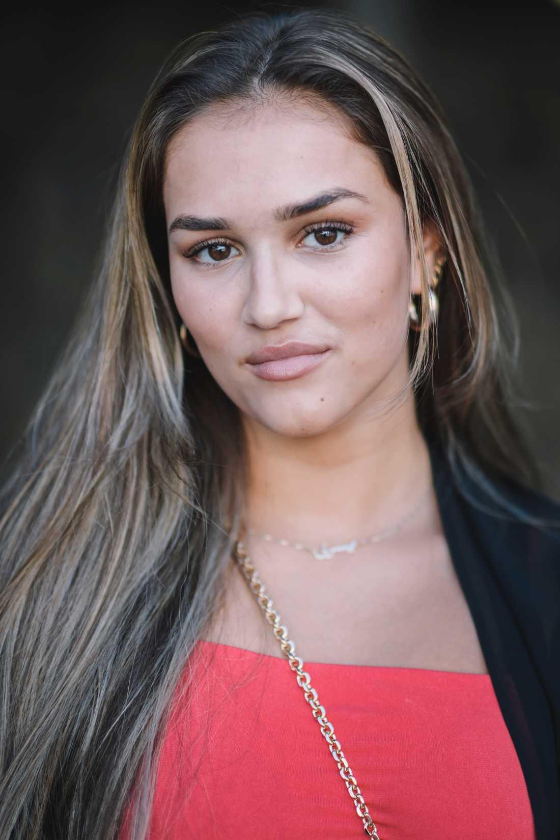 Yussra El Abdouni spelar Leila, Berts kärleksintresse i filmen.