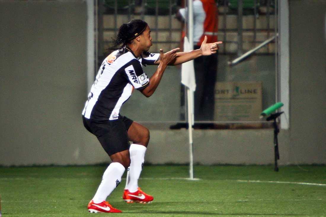 Ronaldinho gjorde två mål i matchen. Målgesten får ju ses som lite ironisk i efterhand.