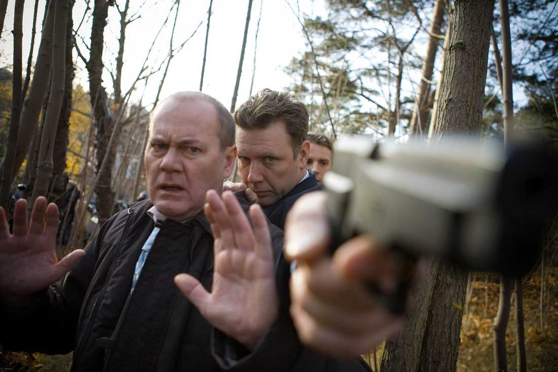 """Peter Haber, Mikael Persbrandt och Måns Nathanaelson, i """"Beck - Flickan i jordkällaren"""" (2006)."""