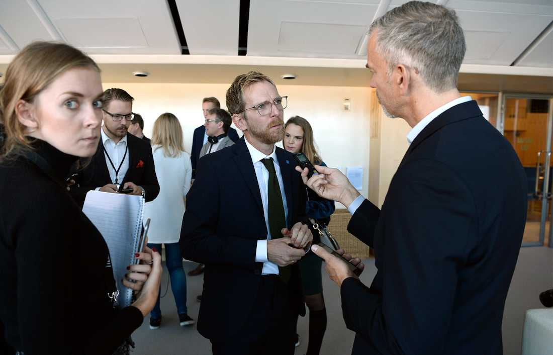 Jakob Forssmed, Kristdemokraternas ekonomisk-politisk talesperson kommenterar regeringens budgetproposition i riksdagen.