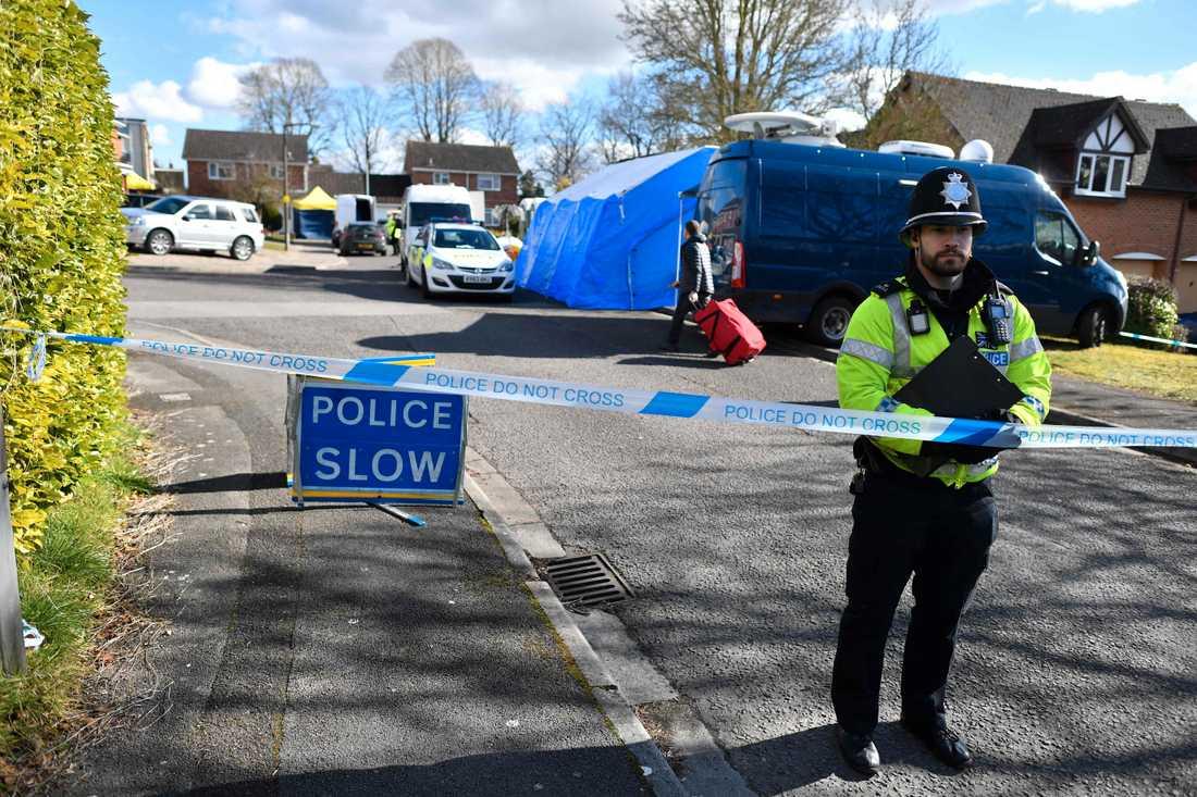 Polisen har även spärrat av ett område i ett bostadsområde.