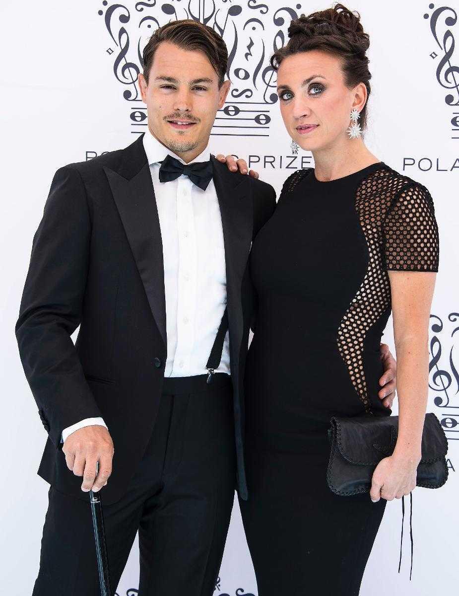 Simon sköld, 27, och Camilla Läckberg, 41, gick i augusti ut med att de väntar barn tillsammans.