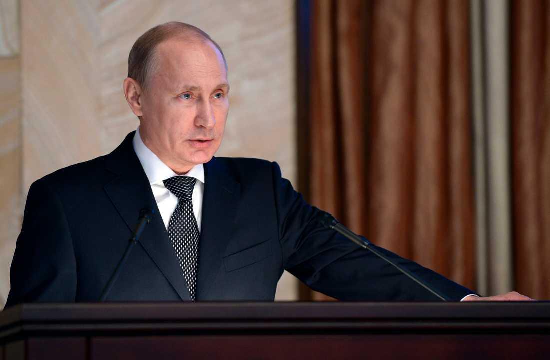 Ryssland inleder matkrig mot väst. För att konkurrera ut snabbmatsjättarna satsar Putin nu över 100 miljoner kronor på en inhemsk kedja. – Vi vill att folk ska äta hälsosamt och billig, säger initiativtagaren Andrej Kontjalovskij.