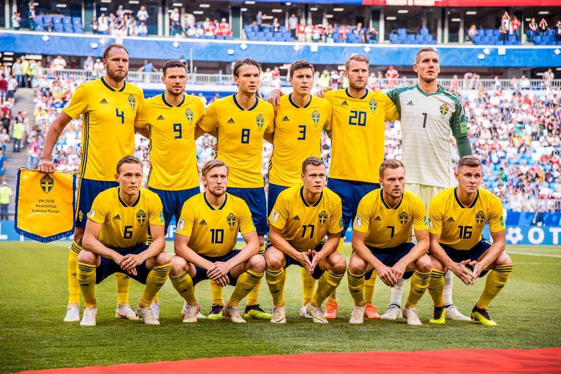 I Nationalteatern har Aftonbladetjournalisten Erik Niva samlat sina texter om svenska fotbollsspelare.