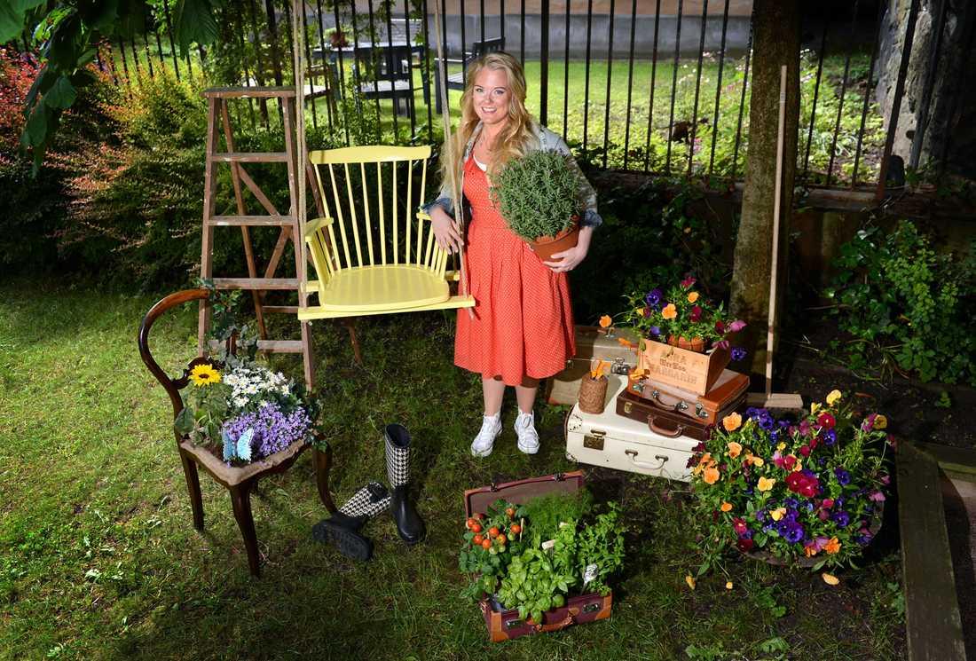 Här ger Aftonbladets Monica Karlstein dig tips på trendiga sommarpyssel för trädgården. Fler tips finns på hemmafixbloggen.se. Längre ner till höger har du instruktionerna de pimpade loppisfynden.