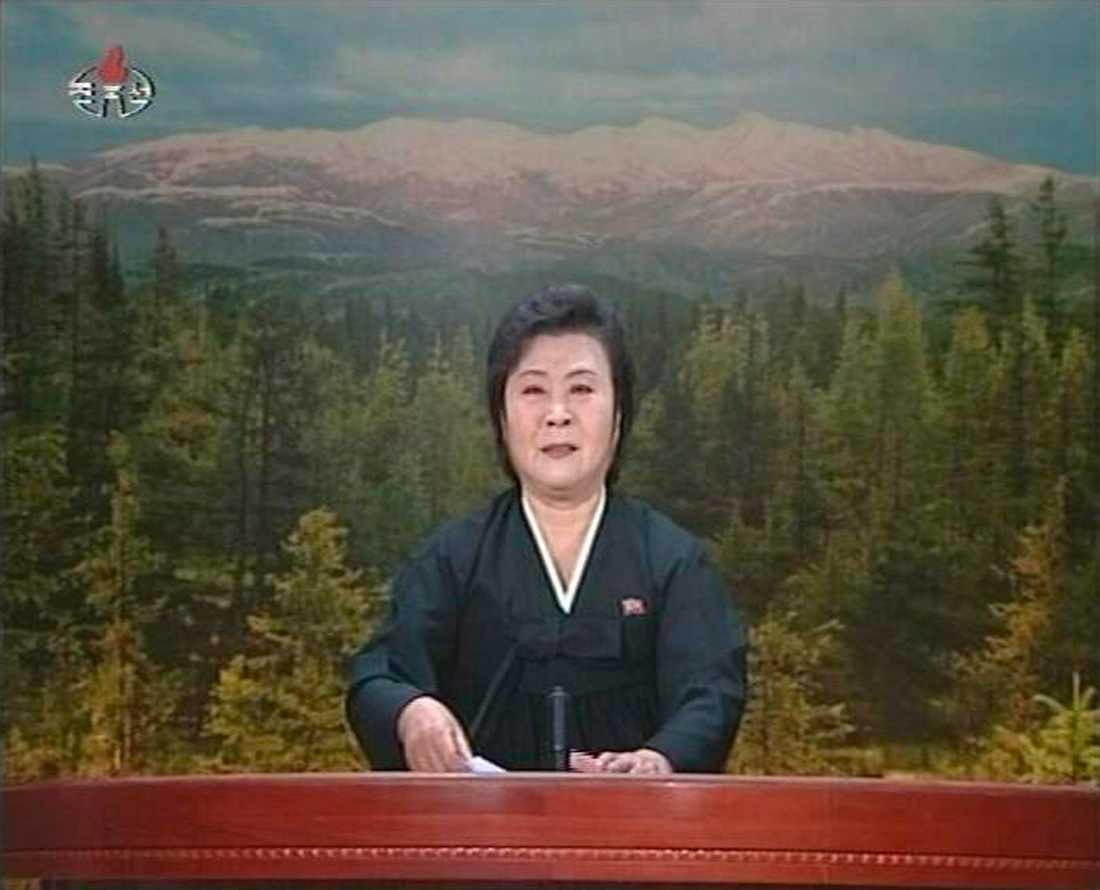 Nyhetsuppläsaren i den statliga tv-kanalen som gråtande meddelande att Kim JongIl har avlidit.