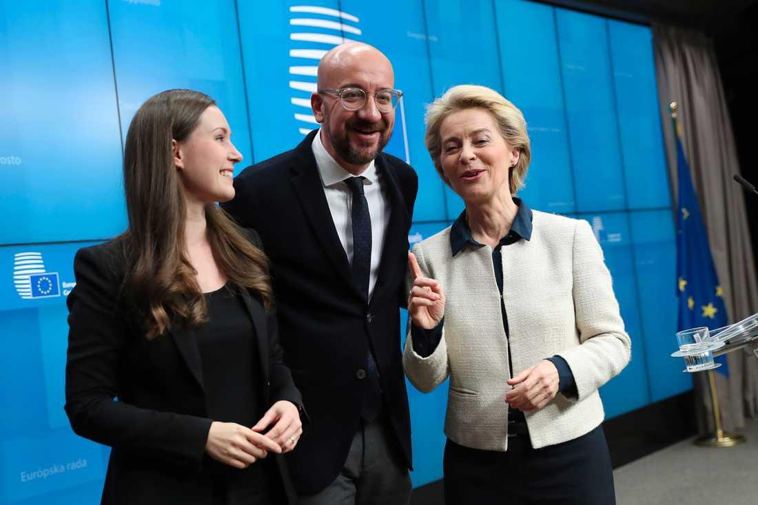 EU:s nye permanente rådsordförande Charles Michel i mitten, flankerad av ordförandelandet Finlands statsminister Sanna Marin till vänster och nya kommissionsordföranden Ursula von der Leyen till höger.