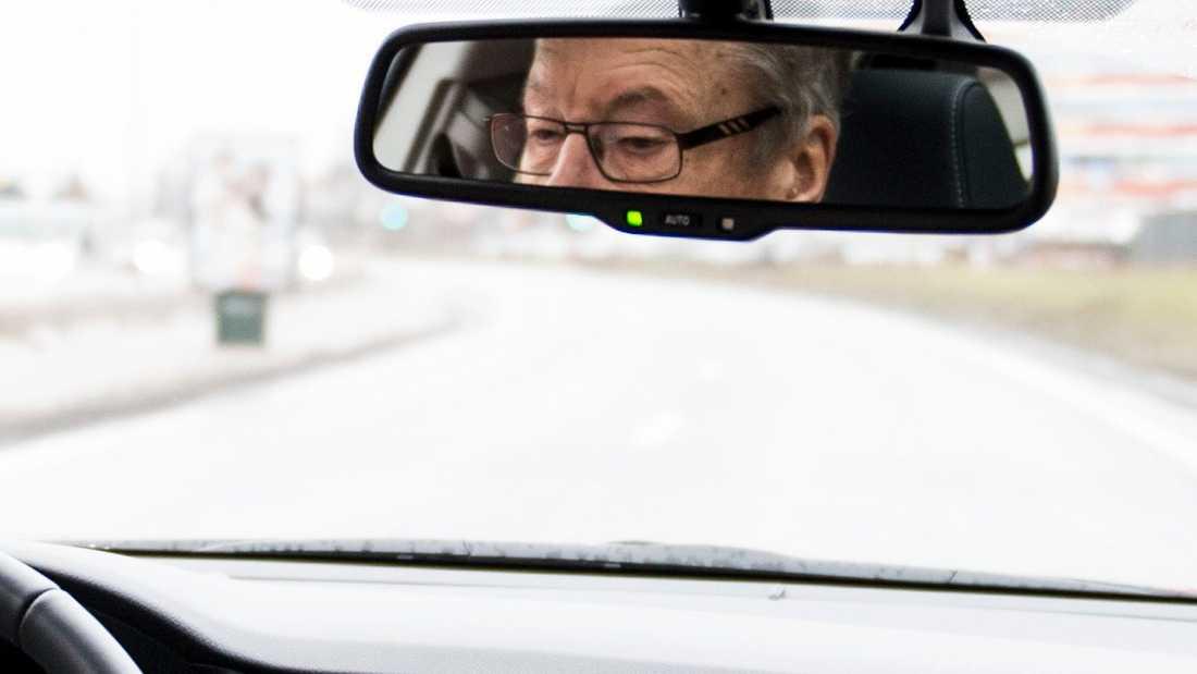 Bilförare bör kolla sin syn regelbundet, anser Bilprovningen och optiker. Arkivbild.
