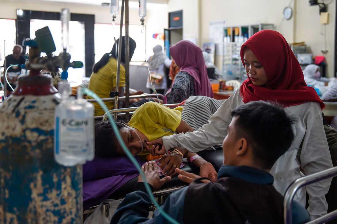 Tsunamiöverleverare vårdas på sjukhus.