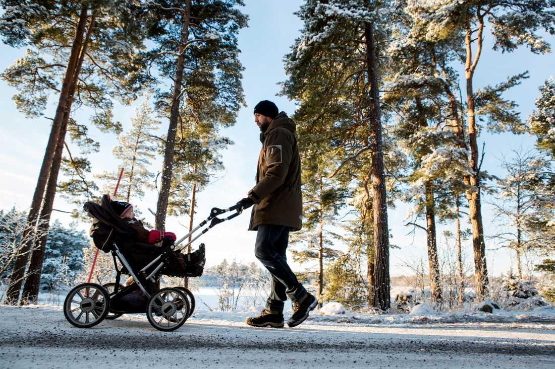Svårt att få din bebis att sova? Gå en promenad med barnvagnen.