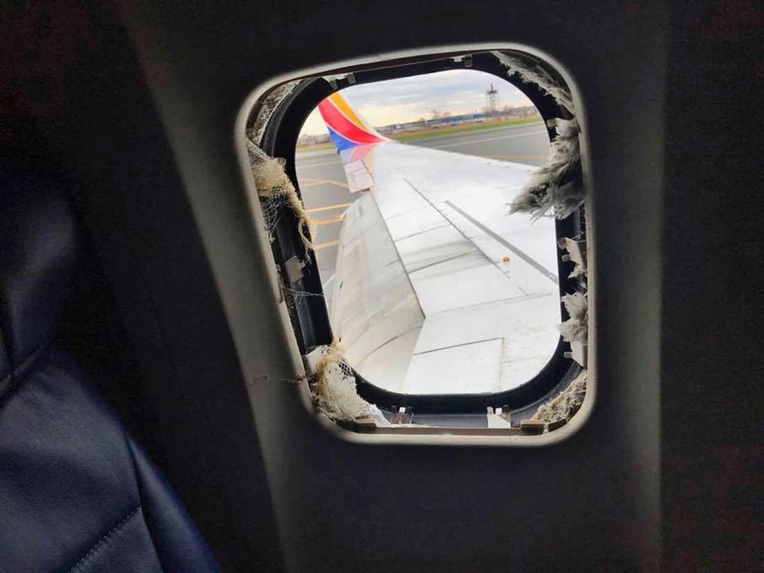 Flygplansfönstret som Jennifer Riordan sögs ut ifrån.