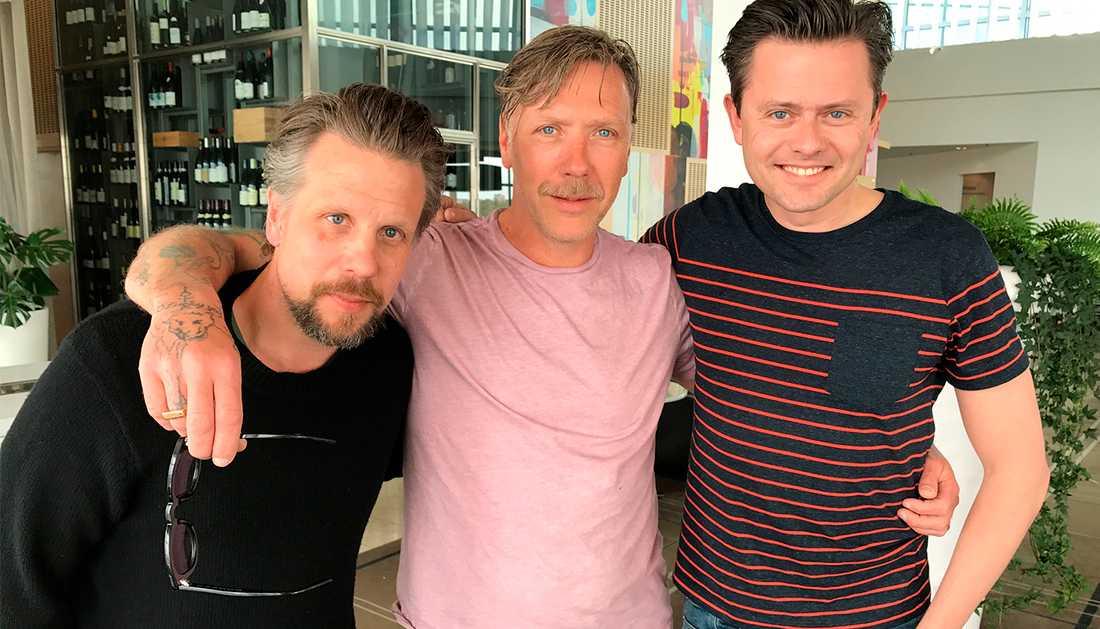 Mikael Persbrandt flankerad av Filip Hammar och Fredrik Wikingsson.