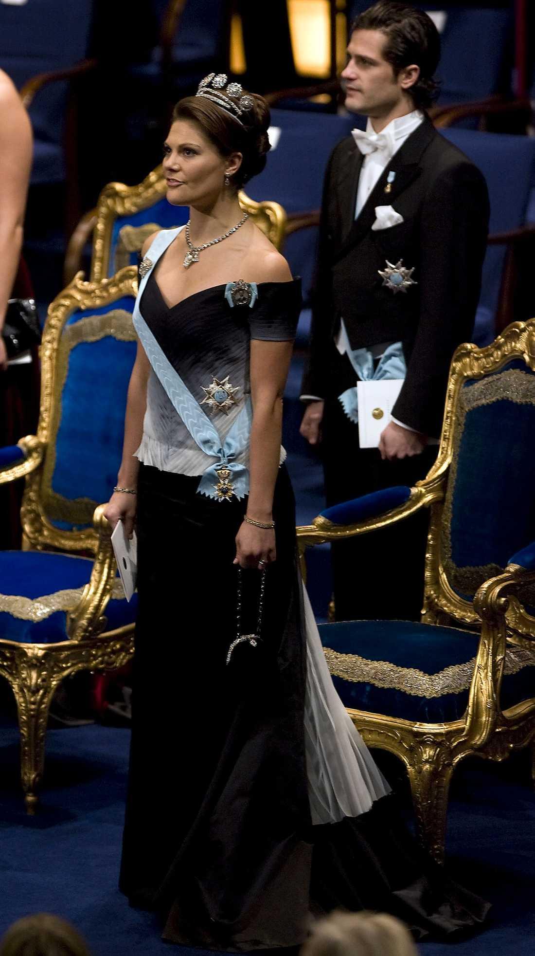 Min absoluta Victoria-favorit. Pär Engsheden har designat den här häftigt dramatiska klänningen som Victoria bar 2007.