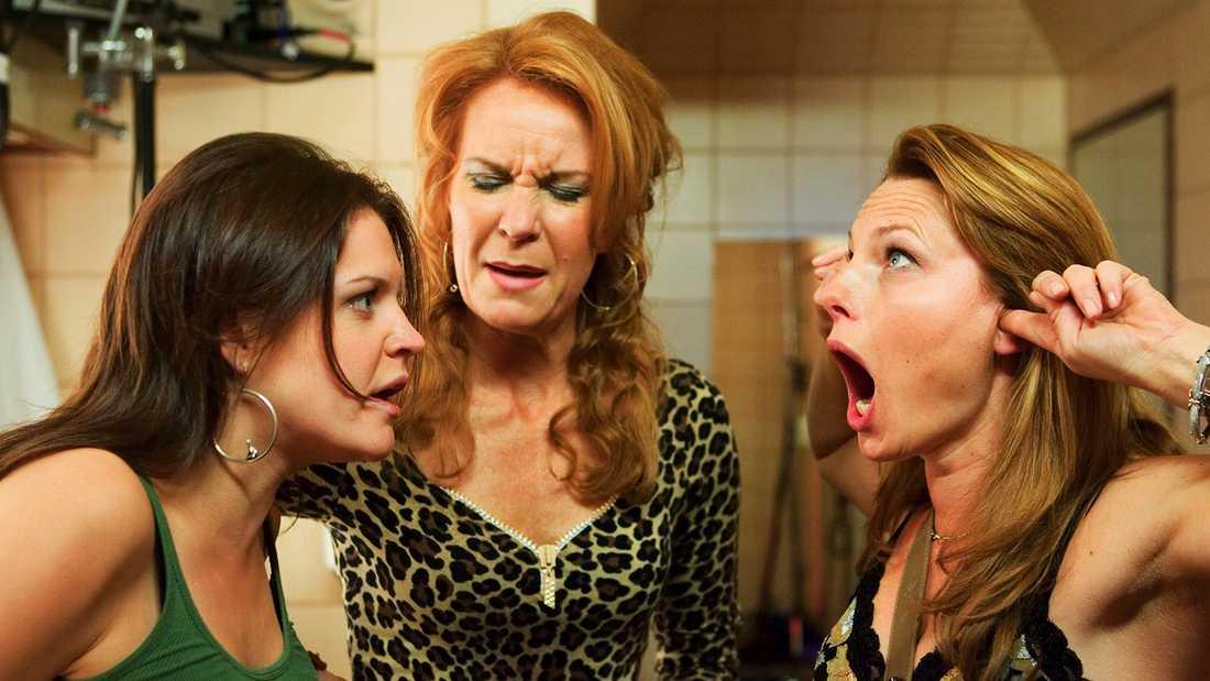 "Erika Braun, Maria Lundqvist och Helena Bergström i ""Heartbreak hotel""."