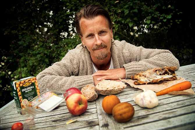 Nolla svinnet. Det är det enklaste sättet att bli mer hållbar, säger kocken Paul Svensson som tipsar om vad man kan göra av torrt bröd och kycklingskrov.