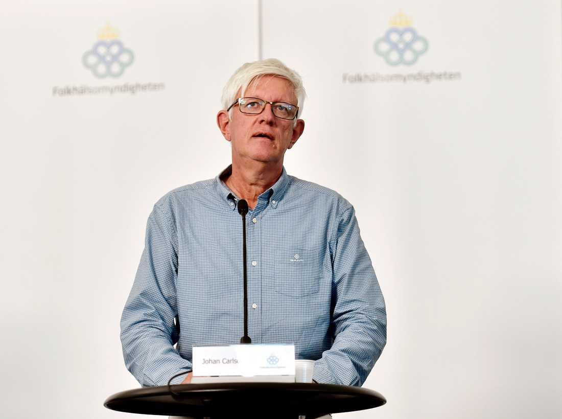 Johan Carlson uppmanar till fortsatt försiktighet för minskad smittspridning.