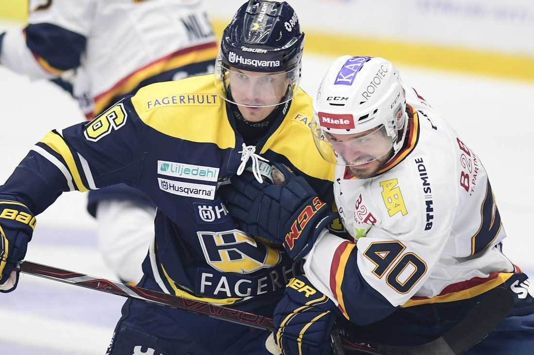 Markus Ljungh i kamp med Jacob Josefson.