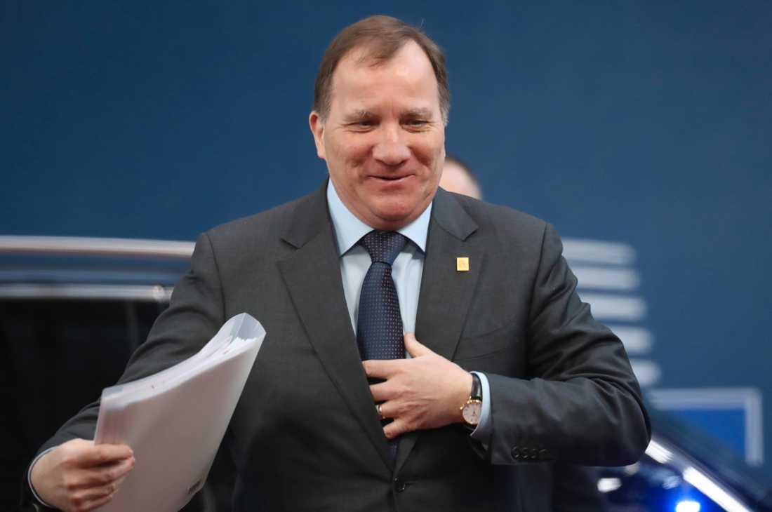 Statsminister Stefan Löfven på väg in till fredagens misslyckade budgettoppmöte i Bryssel.