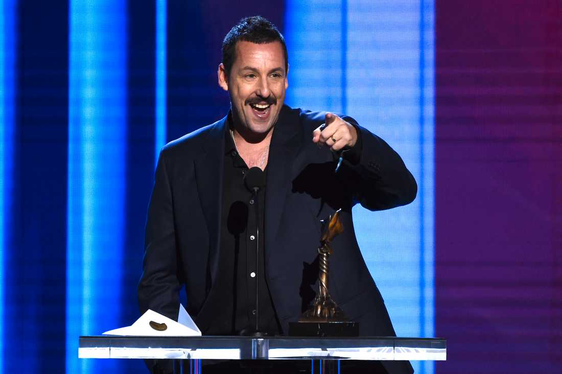 Adam Sandler under sitt tal på Film independent spirit awards