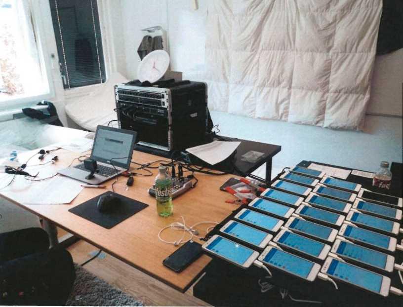 Bilder från polisens förundersökning på fuskligans utrustning som hjälpte dem skicka ut de rätta svaren till provdeltagare.