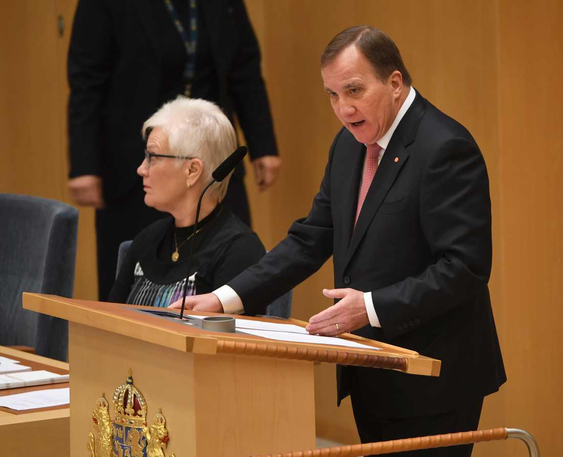 Statsminister Stefan Löfven (S) försvarade januariavtalet i riksdagsdebatten.