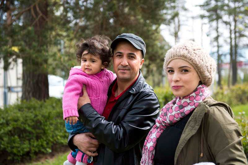 """""""KÄNNER MIG LURAD"""" Familjen Damlkhi har bott i Sverige i elva år och har uppehålls- och arbetstillstånd. Nu ska de utvisas till Jordanien. """"Jag och min fru försörjer oss själva och betalar skatt så vad är problemet?"""", säger Iza."""