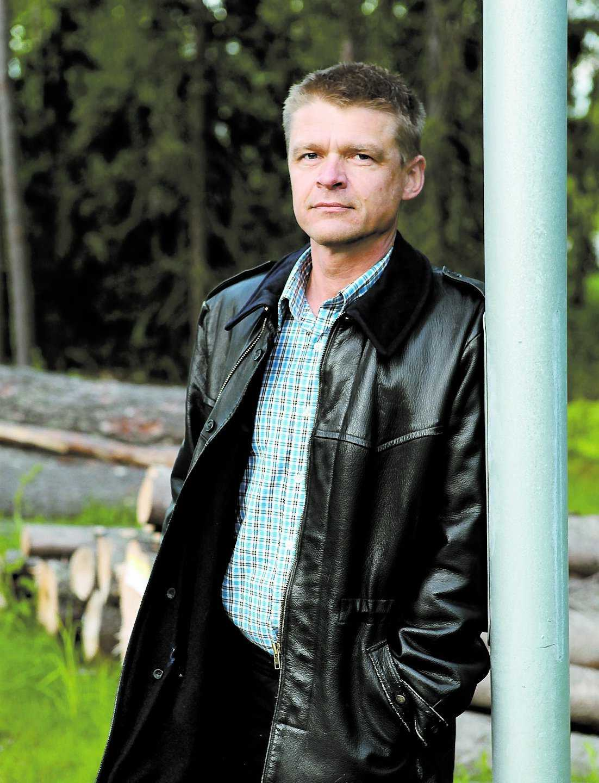 """fick falskt namn """"Som jag ser det pågår en kampanj mot alla som säger emot piratrörelsen"""", säger Anti-piratbyråns jurist Henrik Pontén."""