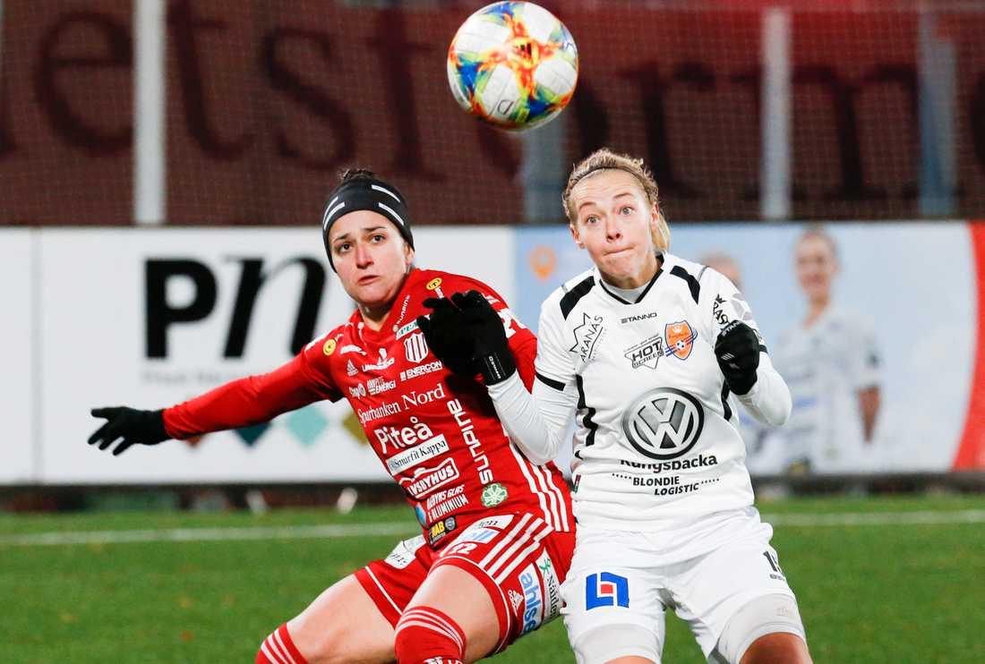 Linnéa Bjöörn (t h), en av många spelare som lämnat krisande Kungsbacka.