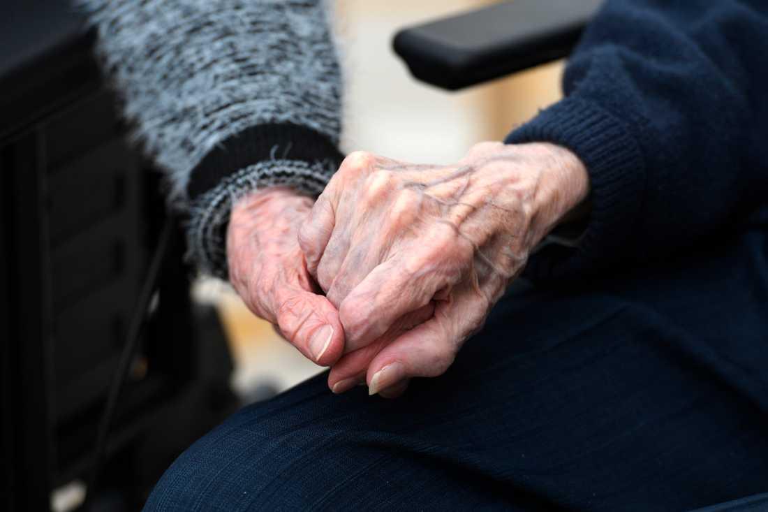 Regeringen har infört besöksförbud vid alla äldreboenden i Sverige, för att skydda de boende mot covid-19. Arkivbild.