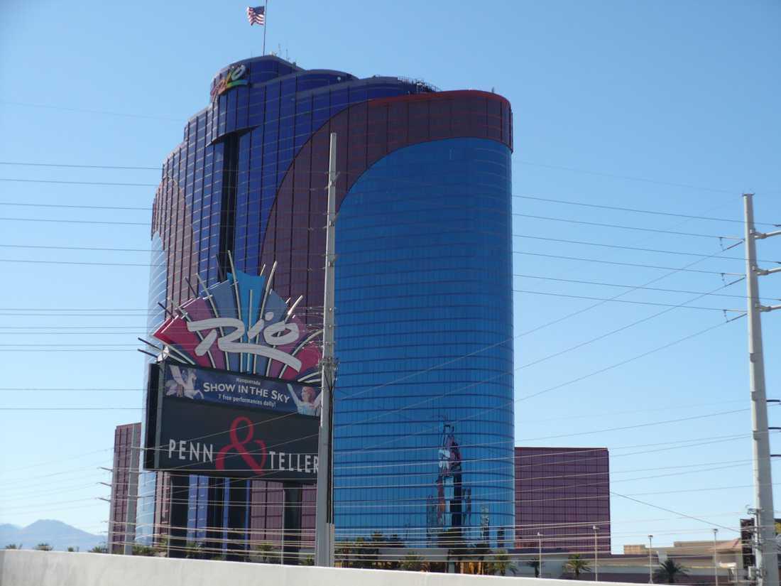 Rio All Suite Hotel and Casino Casinot där poker-VM spelas. Precis som namnet antyder har hotellet influerats av den brasilianska kulturen. Det var det första hotellet i Las Vegas som bara har sviter. Numera finns det 2 522 sviter som är mellan 56 och 1 200 kvadratmeter stora. I komplexet finns bland annat en vinkällare med mer än 50 000 flaskor.