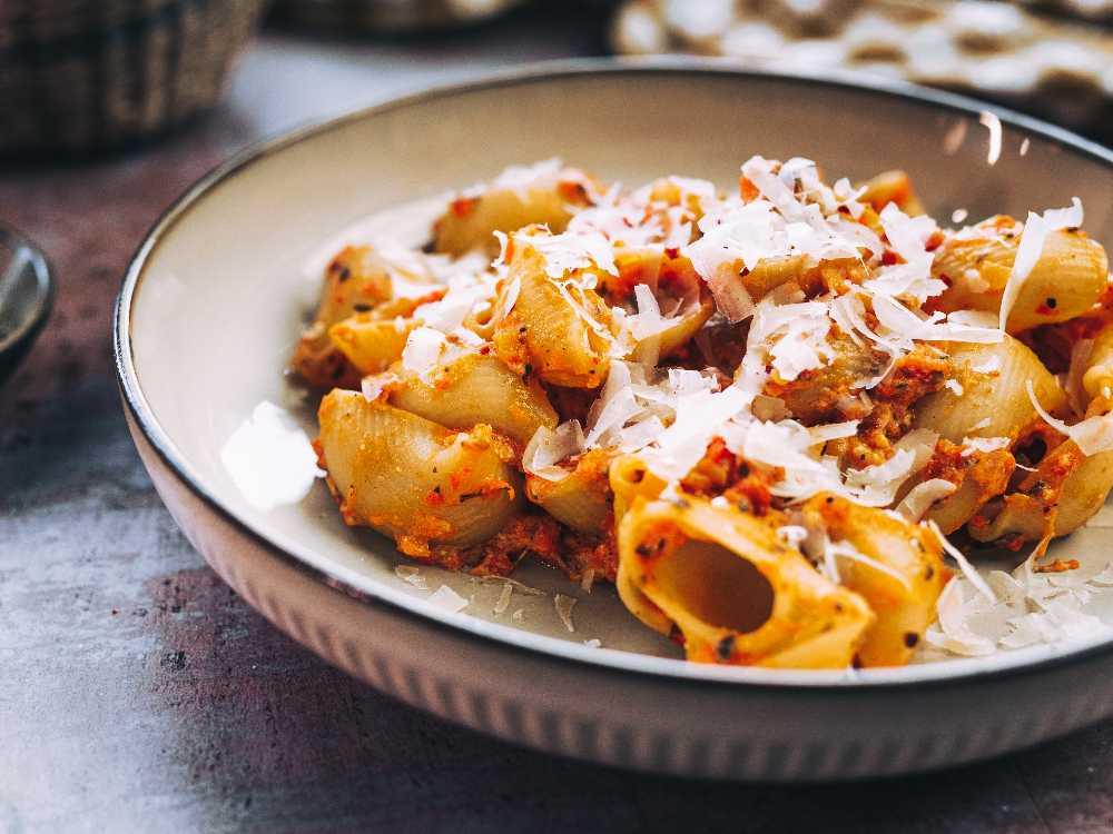 Ugnsbakad mascarpone med pasta och tomater