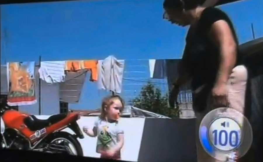 På ett filmklipp som familjen visar för grekisk tv syns Maria dansa framför den kvinna som nu är misstänkt för att ha kidnappat henne. Enligt familjemedlemmarna var Maria 1,5 år när det filmades.