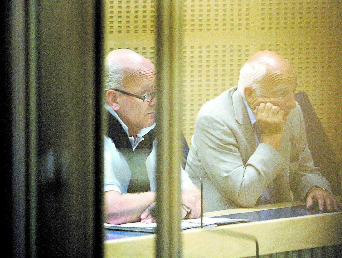 I rättssalen Före detta chefen på Röda korset Johan af Donner kan även ha svindlat Cancerfonden på pengar. Här tillsammans med sin försvarare Leif Silbersky.