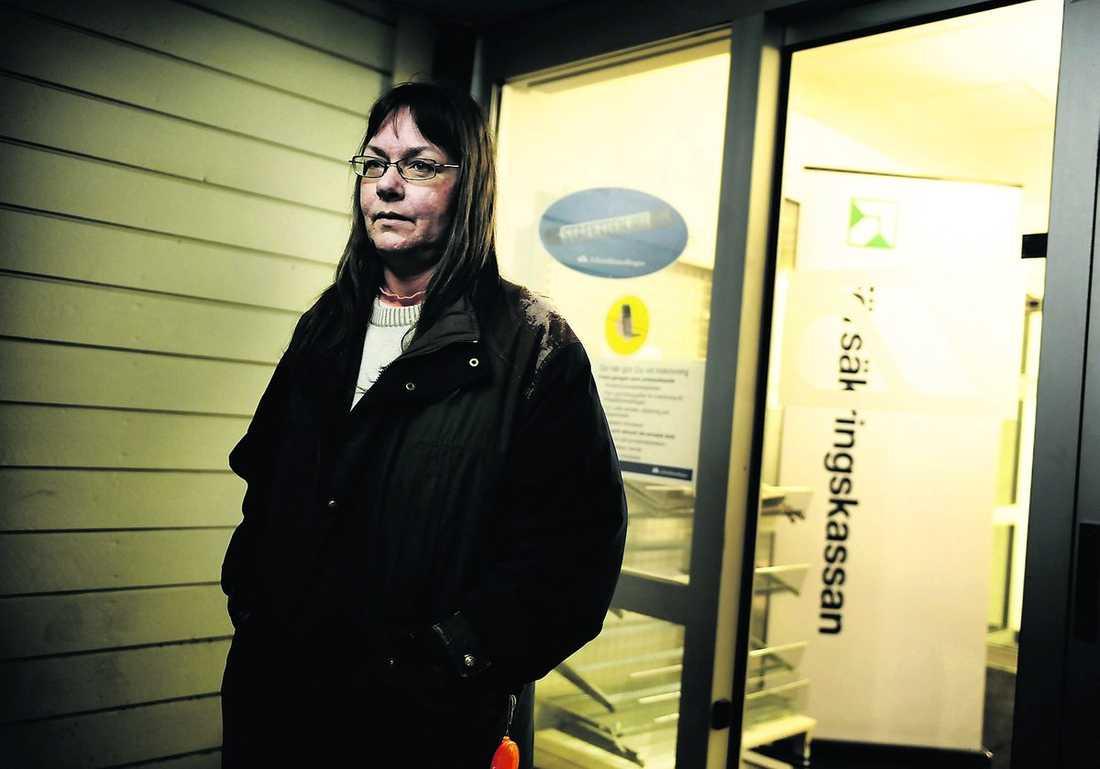 """""""Mår jävligt dåligt"""" Bitte Holmström äter hos Frälsningsarmén."""